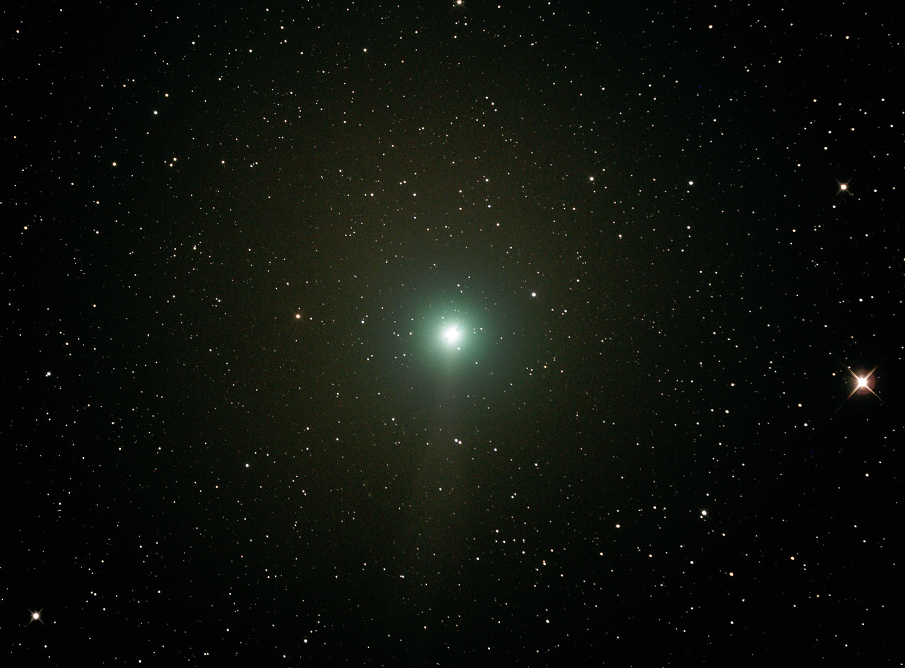 Comet C/2014 Q2 Lovejoy - 21/12/2014 (Processed cropped stack - Comet trailed)