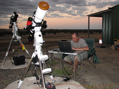 First Wagin Astrophotography field trip March 2011 - 4/3/2011 - Jean Marie setting up